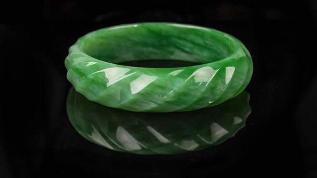 Carved green nephrite bangle bracelet