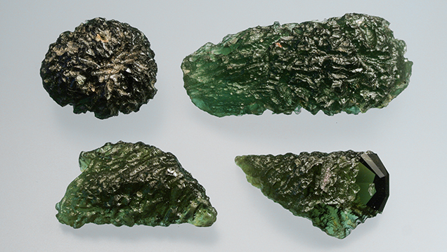 Natural and imitation moldavites