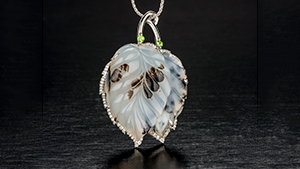 Agate and leaf pendant