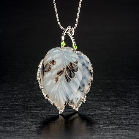 Agate and leaf pendant