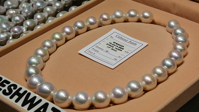 Chinese freshwater cultured pearl necklace