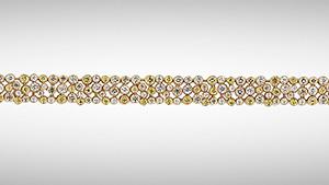 Bracelet with moissanites
