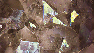 Iridescence in iris quartz from Jalgaon, India