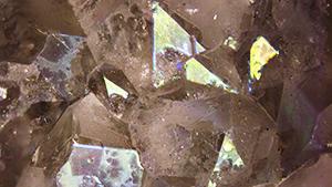 Iridescence in iris quartz from Jalgaon, India