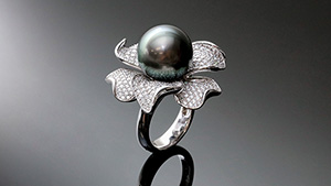Tahitian cultured pearl mounted in ring