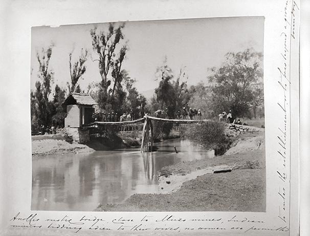 Rustic bridge in the Muzo area