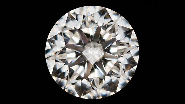 Round brilliant diamond featuring a diamond-shaped cloud inclusion.