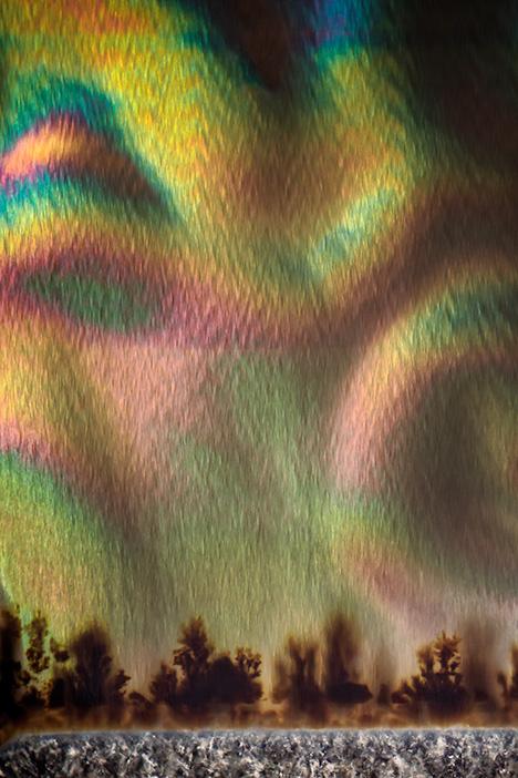 Aurora effect in iris agate.