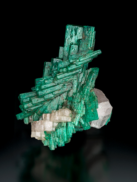 Chivor emerald on apatite