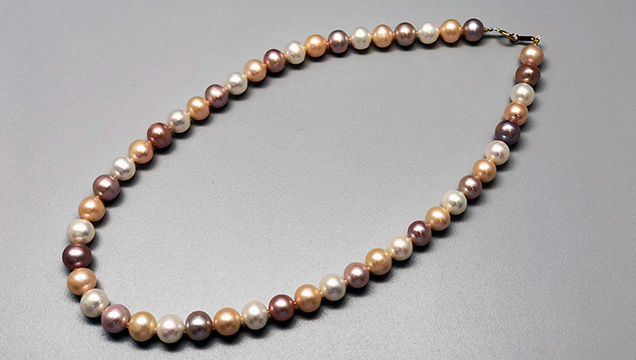Strand of Chinese freshwater nucleated cultured pearls from Lake Taihu, cultured by the same <I>Hyriopsis</I> hybrid as Kasumiga pearls.