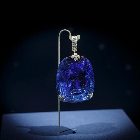 A 478 sapphire set in a pendant.