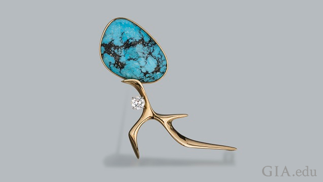 Apiece of turquoise with matrix comprises the head that sites on the yellow gold figure.