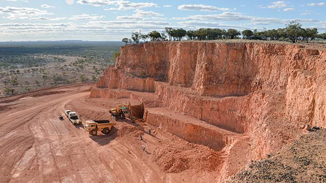 Open-pit boulder opal mining