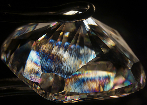 High-order interference colors in 5.19 ct CVD synthetic diamond