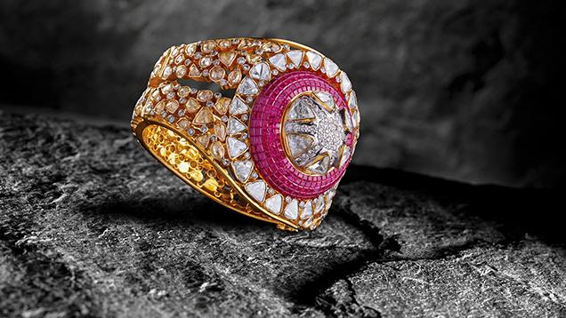 镶有 polki 钻石的红宝石