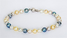 Bracelet containing akoya cultured pearls from Australia