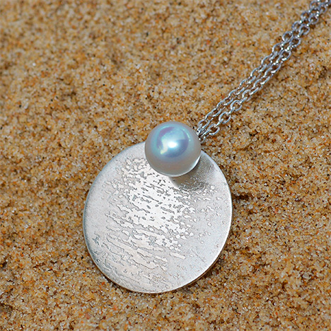 Pendant with 7.5 mm silver akoya pearl from Australia