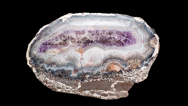 Agate with amethyst-lined cavity