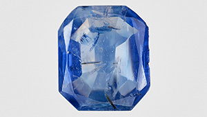The 14.06 ct blue Kashmir sapphire featuring pargasite inclusions