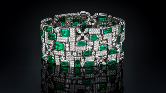 Bracelet featuring 48.91 carats of Colombian emerald