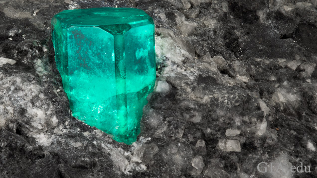 Emerald rough in dark matrix material