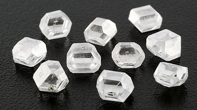 Colorless HPHT synthetic diamonds