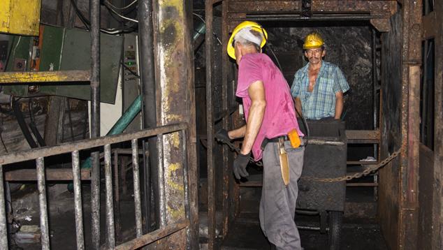 Use of elevators and carts at the La Pita mine
