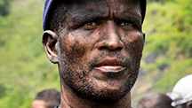 A Colombian independent miner