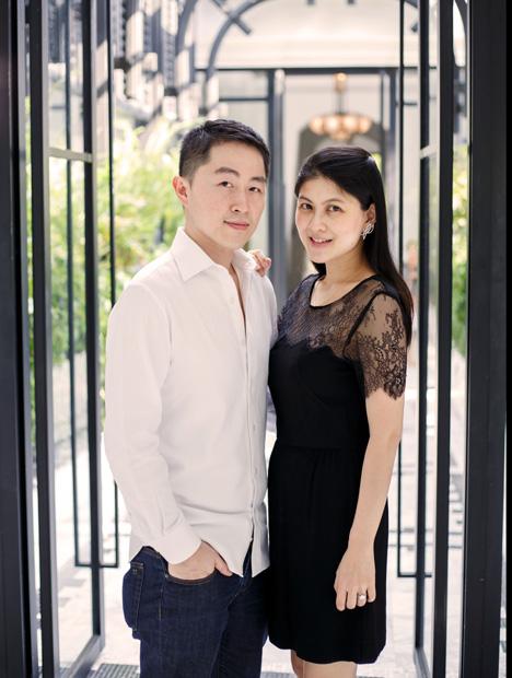 "Kavant and Sharart 由 Kenny Yongkiettakul(肯尼•永基塔库尔)和 Shar-linn Liew(刘莎玲)这对屡获殊荣的夫妻档设计师创办,夫妇二人都是 GIA 毕业生。 对于在 GIA 接受的指导,他们都表示非常感激,同时也希望有机会为现在的学生提供指导。 Kenny Yongkiettakul(肯尼•永基塔库尔)说:""要和朋友及老师保持联系。 我们有幸一直得到导师的指导,并且希望能够尽力为 GIA 的同学们提供帮助。 我们的大门永远向他们敞开。""由 Kavant and Sharart 友情提供"