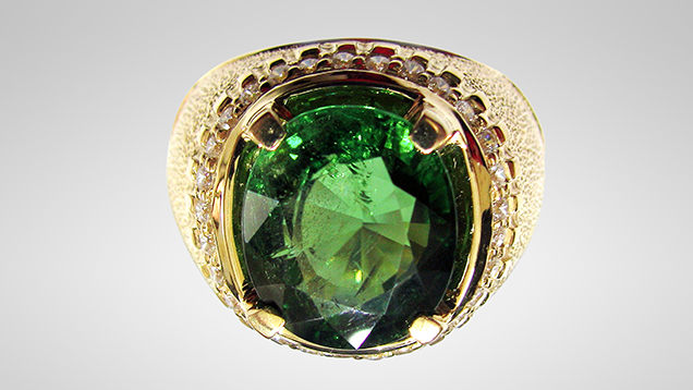 Ring containing 7.1 ct green uvite tourmaline from Luc Yen