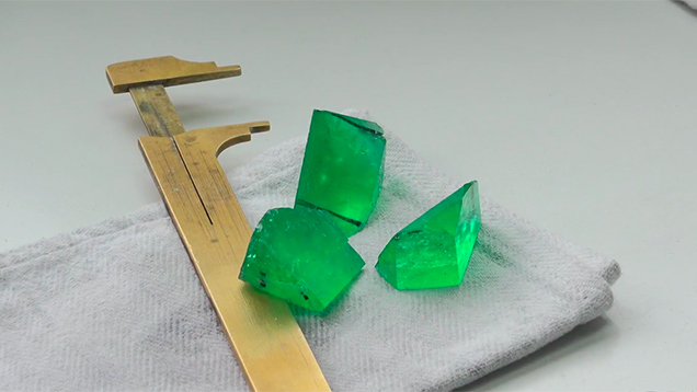 Emerald cutting and trading in Bogotá