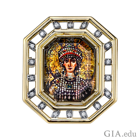 Portrait of a woman – empress Theodora – is made up of 18K yellow gold, mother of pearl, rock crystal quartz and diamonds and is framed in an octagonal piece.