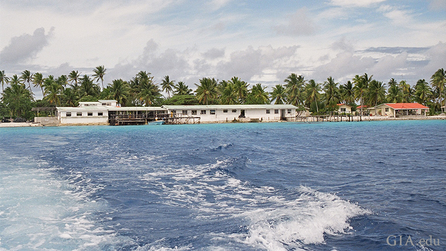 French Polynesia's atolls shield pearl farms from the surrounding ocean waves. Behind the fringe of palm trees, there's a sheltered lagoon that's ideal for mollusc culturing. Photo: Amanda Luke/GIA