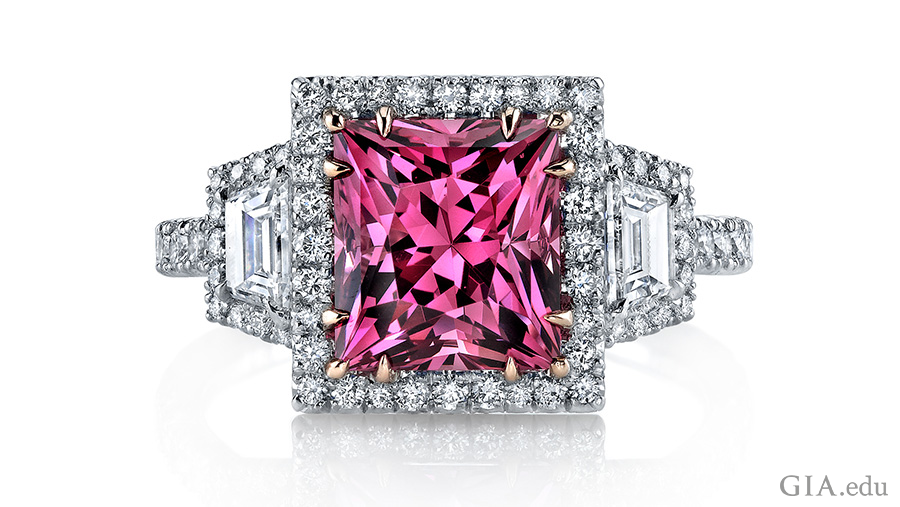 A 3.55 ct princess-cut spinel dazzles the eye with its lively colour and cut. Two trapezoid diamonds with a total carat weight of 0.50 carats and another 0.76 carats of round brilliant diamonds complete this work of art. Courtesy: Omi Privé